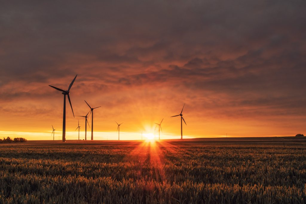 Windräder bei Sonnenuntergang